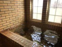 お風呂(共有・鍵をかけて、貸切利用可。)