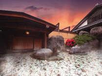 石和の6つの源泉が豊富に注がれる露天風呂