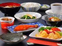 """朝食:朝採り野菜と庭先たまご"""""""