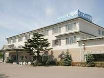 「北限の鮎」が生息する余市川に面したホテル。