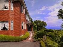 相模湾伊豆七島を見下ろす高台に有ります。