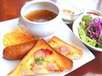 ベーコンチーズトーストと野菜コンソメスープのセット※写真はイメージです。