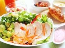 アボカドとケールの蒸し鶏サラダセット※写真はイメージです。