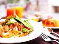 醤油麹に漬けた豚焼きしゃぶ風のサラダとスダチ香る柑橘スープセット※写真はイメージです。