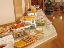 40種類以上が並ぶ朝食バイキング