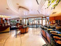 チェッカーズ:ホテル2階にあるカジュアルな雰囲気のブラッセリー。朝食会場もこちらです。