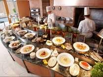 チェッカーズのディナーブッフェは、各国のお料理が勢揃いします!