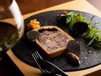 グリルでのコースディナーと朝食ビュッフェ付きラグジュアリープラン