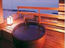 8畳和室、露天風呂付客室(一例) 日本海を眺めながらの湯あみをお楽しみください