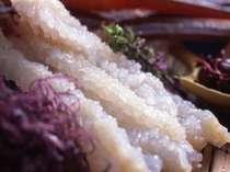 タグ付き松葉蟹ならではの、花が咲いたようなカニ刺しです。