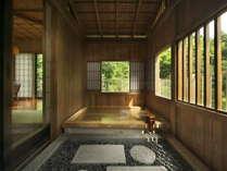 【特別室】露天風呂で陽射しにまどろむ心地好い湯浴みを