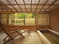 【本館】客室の温泉露天風呂(写真は瀬音の館)