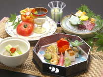 【山河会席料理一例】夏の料理は見た目も涼しげ