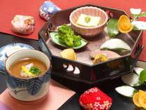 【山河会席料理一例】冬の会席料理は温かい先付から