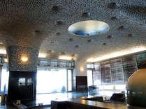 アコヤ貝の装飾が美しい、真珠をイメージした女性大浴場。