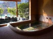 離れ【錦藍荘】専用川側内風呂・露天風呂