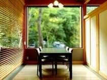 レストランでは、ゆったりとした個室風の席をご案内