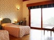 客室ごとに色味や調度品の異なる本館ツインルーム(一例)