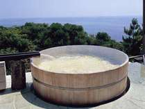 クチコミお風呂部門連続入賞!海へと続くような開放的な野天風呂。
