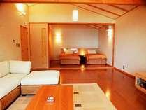 離れ客室の一例。リビングと寝室の分かれたスウィートタイプ。
