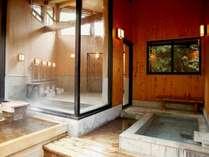 男女別浴場には内湯のほか檜露天とサウナを完備(本館)