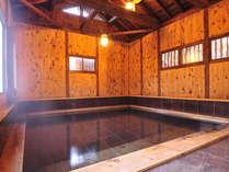 *たち湯(貸切制)/水深約1.2メートルの立ち湯は無料貸切OK。通常の温泉風呂の3倍ほどの深さです。