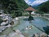 名峰槍ヶ岳を望む地域最大級の広さを誇る混浴大野天風呂!★通常の大浴場併設露天風呂では味わえない解放感