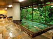 【新装リニューアル】「大浴場(女性用)」大きな窓からは、四季折々湯西川の大自然が望める