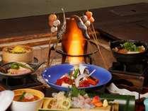 【平家お狩場焼】囲炉裏を囲み昔懐かしい雰囲気の中でのご夕食