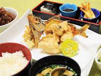 【夕食】沖縄の家庭料理に欠かせないグルクンの唐揚げ