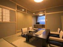 【リニューアル】初島が望める海側客室 ◆和室10畳間に応接セットのある一般客室の一例です。