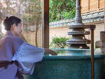 日本庭園を楽しむ事が出来る露天風呂付のお部屋では、いつでも何度でも湯あみをお楽しみいただけます。
