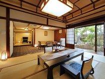 【漆宝閣・日本庭園を望む広びろ客室(和室2間+応接)「会津」】応接間に和室が2間ついたお部屋です。
