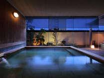 【天星の湯・露天風呂】効能豊かな熱海の温泉を 心ゆくまでお楽しみください。