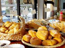 【朝食】ふわふわ自家製パンは当館自慢の朝ごはんの1つ★