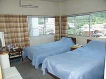 少し小さめのお部屋ですが、高見山公園の97mローラースライダーや、エンジェルロード゛もご覧頂けます。