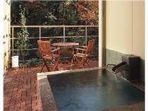 【露天風呂き客室】『風のお風呂』紅葉を見ながら入れる露天風呂