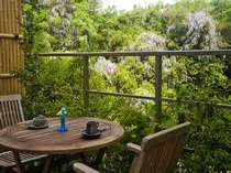 【露天風呂付き客室】『風の部屋』から対岸の藤の花を!天然です♪