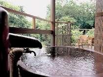 【露天風呂き客室】『紅のお風呂』森林浴をしながら湯浴みを♪