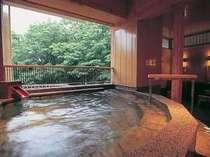 【女性露天風呂】『夢つづら』 日中は渓流と緑を愛でつつ入浴を