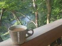 【露天風呂付き客室☆緑】川を眺めながらのモーニングコーヒーも格別です