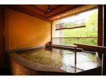 女性露天風呂 横瀬川渓谷を眺めながら・・・