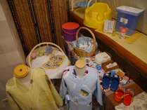 バンボ、子供用イス、オムツ入れ、おしりふき、子供用スリッパ、食事エプロン、バウンサー など
