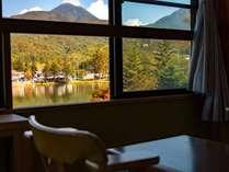 【LODGE】蓼科湖眺望のお部屋 秋の一例