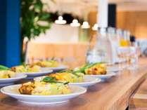 <朝食>新鮮な卵とたっぷりのお野菜で焼き上げたオムレツ