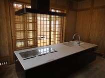 各家には、自炊するための施設が整っております。