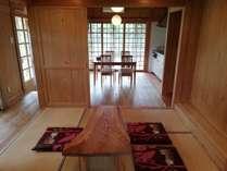 【なぐらし屋】】和室とダイニング(奥)、キッチン(奥右)