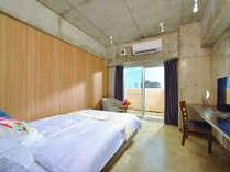 <禁煙>シュガーダブル/ベッド幅1.4m、Wi-Fi、打ちっぱなしの壁面がクールな雰囲気、キッチン洗濯機完備。