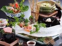 【夏会席】ハモや鮎など旬の食材をふんだんに使用。見栄えにも力を入れた創作会席です。