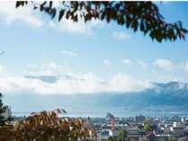 信州一の諏訪湖、諏訪大社や万治の石仏などの観光スポットへアクセス便利